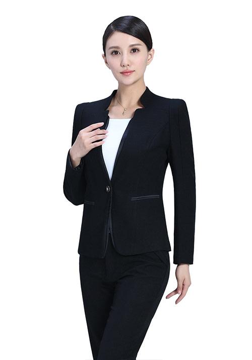 职业女性如何搭配铅笔裙有气质?